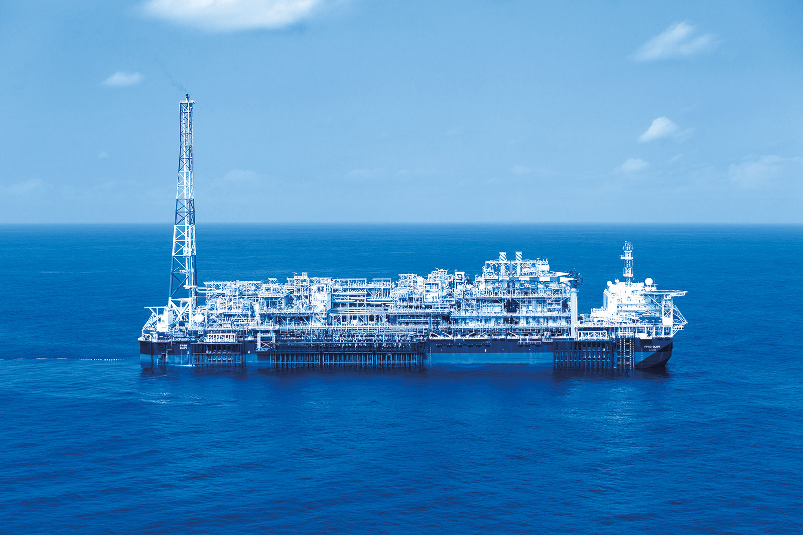 Floating production unit of the Clov field, Angola (FPSO).