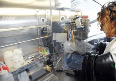 manipulation de polymères en boîte à gant (0 ppb d'oxygène)